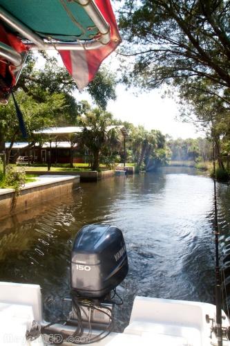Boat leaving cabin