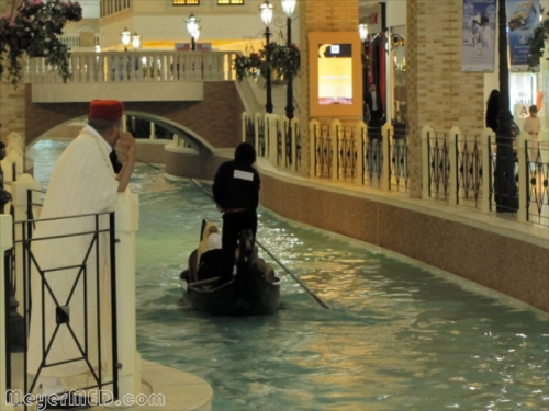 gondolier-steering-hidden-electric-motor-a-family-down-the-river